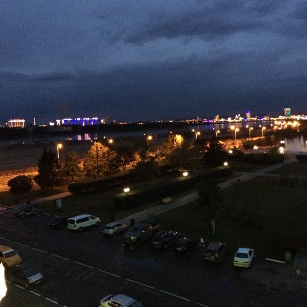 На том берегу светится Китай :)