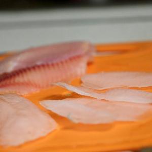 Фото льда и рыбы - пропорции видны.