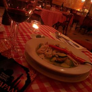Мой вечер уединения... Суп с каракатицей, Оливки, вино и книга!