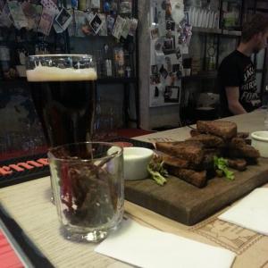 оленина, гренки, пиво