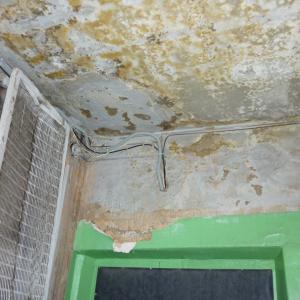от протечки крыши пострадали жильцы квартир  3 -х этажей