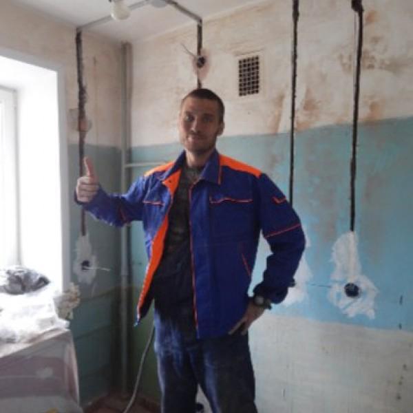 Щетинкин Станислав - электрик, 4 разряд, VI группа допуска, стаж работы по специальности 13 лет