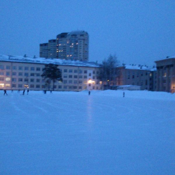 Стадион, превращенный на зиму в каток. Размеры не могут не радовать.