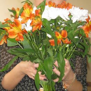 Один из последних букетиков, любимые цветы руководителя отдела. Букет стоял почти месяц без 3 дней