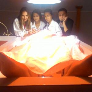 57 минут, 3 медсестры, 1 главврач и, собственно, труп :D p.s.: труп по имени Дима)