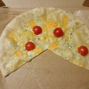 "Местная пицца ""Четыре сыра"""