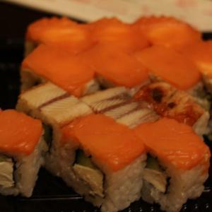 Рыба больше похожа на вяленую и залеженную.  Это явно не соленая рыба и не свежая.