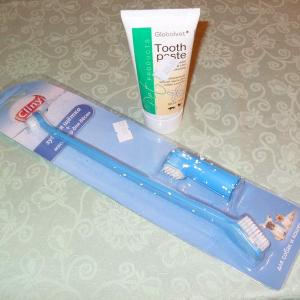 Зубная щетка и паста для кошек и собак.