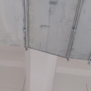 потолок над тренажером
