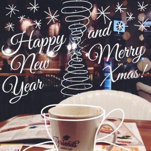 Новогодняя атмосфера и ёлка из потолка.