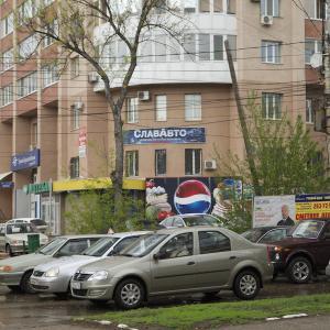 Находятся напротив Локомотива.