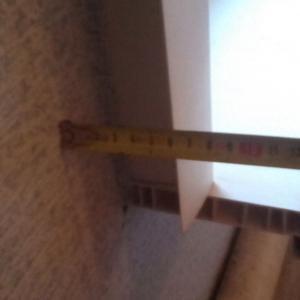6 см от стены монтажники видимо нормальным считают.