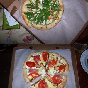 Пицца с тигровыми креветками, 350 гр; Mike's pizza, 340 гр.