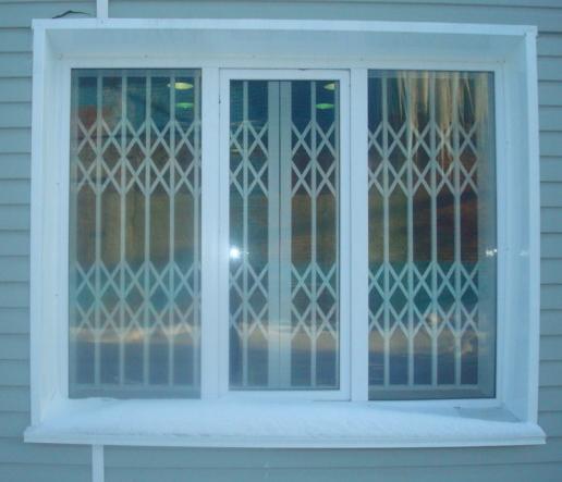 финале раздвижные решетки на окна для дачи в пскове камни