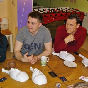 В Пурпурном квадрате - не важен возраст, не важен пол, здесь все друзья, здесь общий стол!
