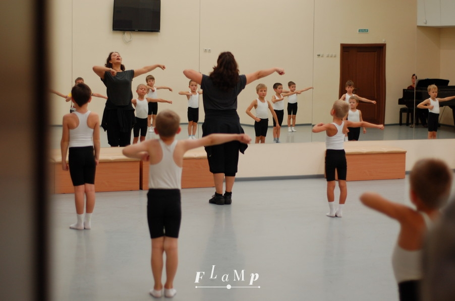 Урок хореографии у ансамбля «Улыбка»