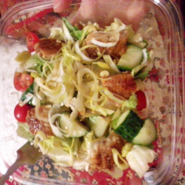 Салат с угрем. Примерно 180 рублей