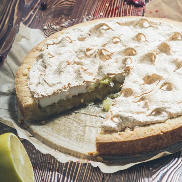 Пирог с лимонами и меренгой -лимоны, меренга, нежнейшее песочное тесто, ванилин. 1000гр- 340кКал