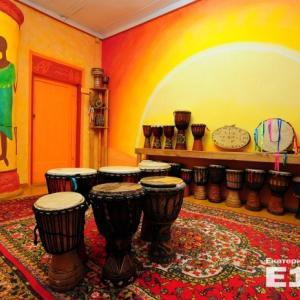 """Африка и барабаны! Фотографии взяла с сайта Е1, где и нашла """"Барабанный дом""""."""