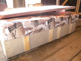 Стенки каркаса тахты сделаны из незащищенной ДСП