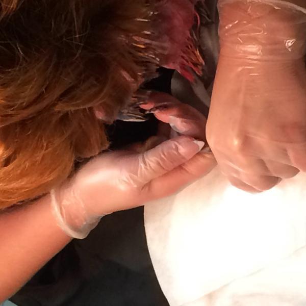 Порванные от ногтей перчатки