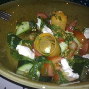 качество отвратительное, но на вкус овощной салат с кедровыми орешками прекрасен!)