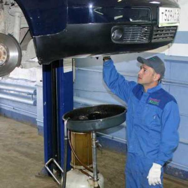 Замена масла в двигателе, коробке передач, редукторах и мостах
