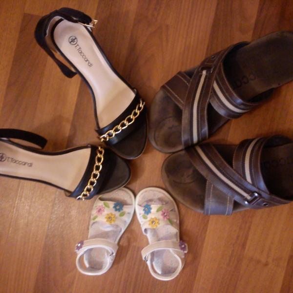 Купили 2 пары обуви и третью получили в подарок)