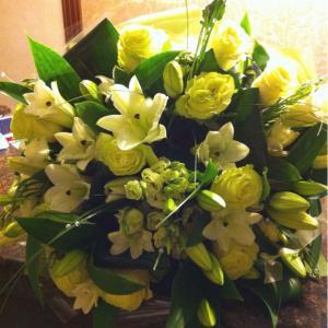 Моя мама очень любит лилии, а вместе с розами они выглядят еще лучше!