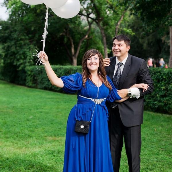 синее платье у них сшила... а ещё свадебное платье и ещё много-много красивых вещей