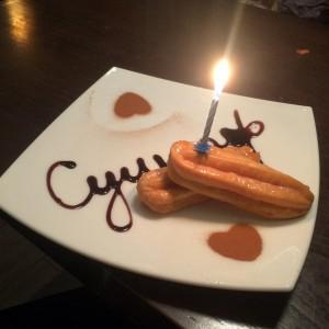 Пирожное в честь Дня Рождения)