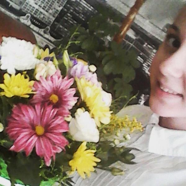 Очень крутая композиция из живых цветов, спасибо)*:)