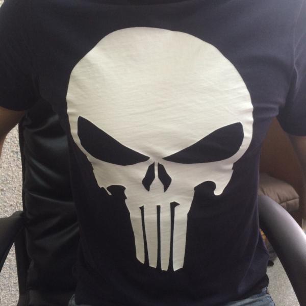 """Это страшненький, но стильный логотип персонажа """"The Punisher"""" .Бегаю и пугаю всех по офису))"""